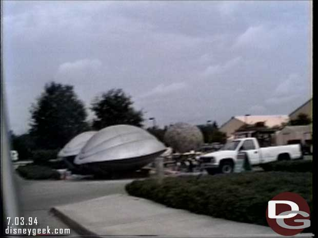 Disney-MGM Studios - Studio Backlot Tour 1994 - Flight of the Navigator ships