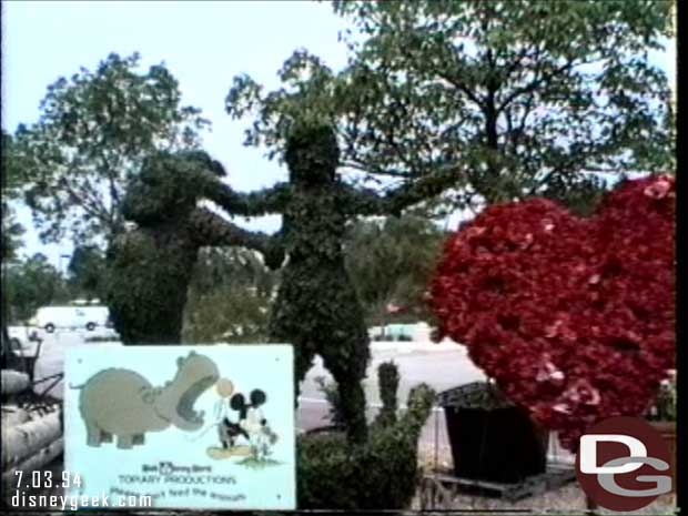 Disney-MGM Studios - Studio Backlot Tour 1994 - Aladdin Topiaries