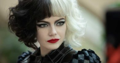 Emma Stone as Cruella in Disney's live-action CRUELLA. Photo by Laurie Sparham. © 2021 Disney Enterprises Inc. All Rights Reserve