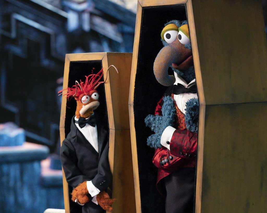 The Muppet Haunted Mansion - PEPE THE KING PRAWN, GONZO