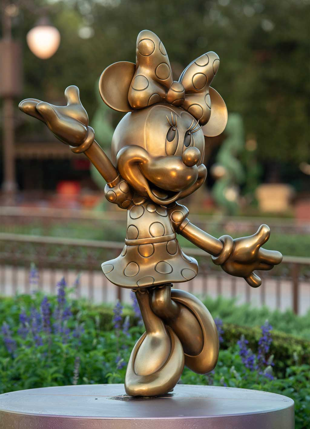 """Minnie Mouse is one of the """"Disney Fab 50"""" golden character sculptures appearing in all four Walt Disney World Resort theme parks in Lake Buena Vista, Fla., as part of """"The World's Most Magical Celebration,"""" beginning Oct. 1, 2021, in honor of the resort's 50th anniversary. (David Roark, photographer)"""